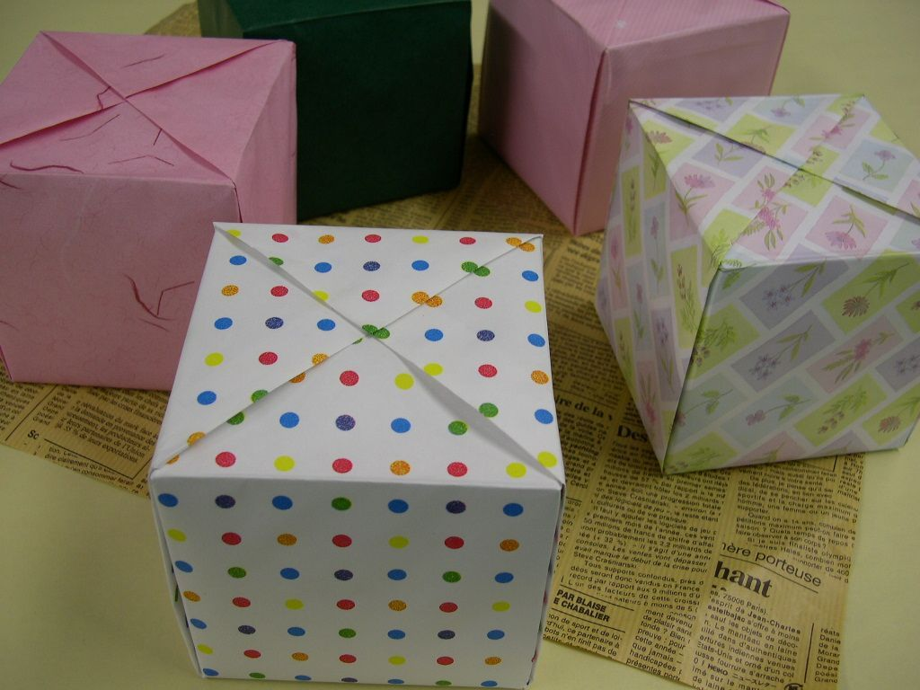 すべての折り紙 紙の箱の折り方 : 包む物を回転させずに包むので ...